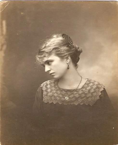 Mujeres de antes, foto COLOR sepia,  antigua, mujer argentina siglo 20