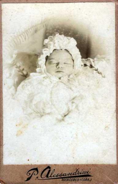Foto de bebé muerto